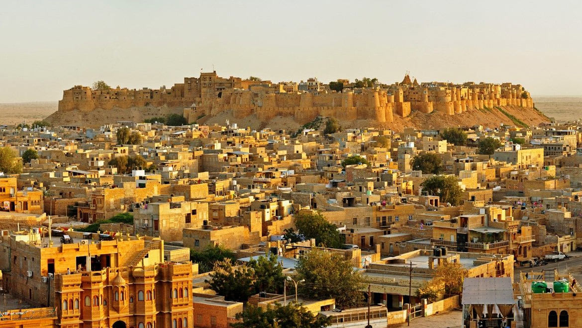 Hire a car and driver in Jaisalmer