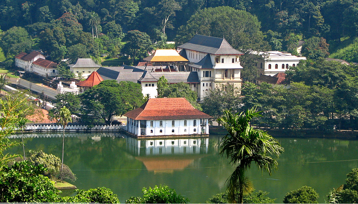 Hire a car and driver in Kandy
