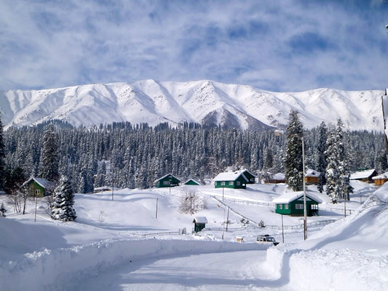Hire a car and driver in Gulmarg
