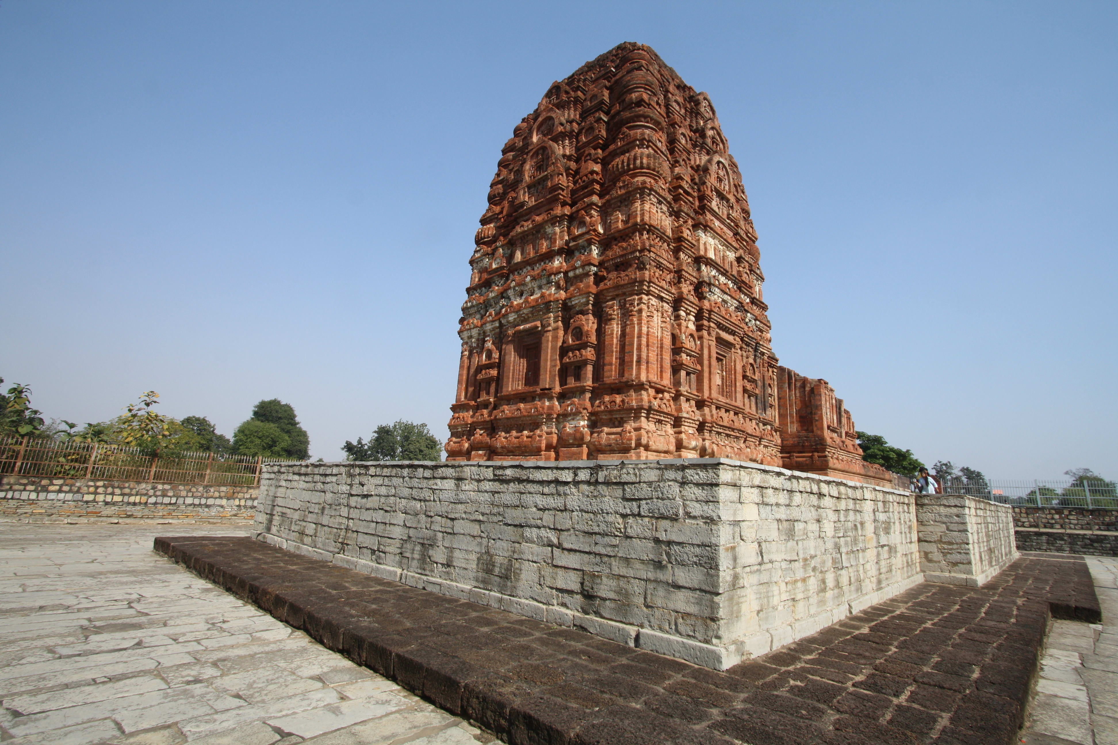 Hire a car and driver in Sirpur