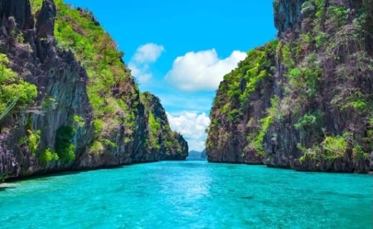 El Nido or The Phi Phi Islands? These Two Destinations Look Almost Exactly Alike!