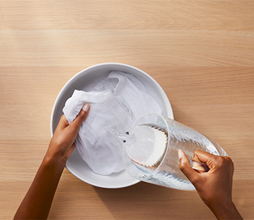 How Does Washing Clothes with Vinegar or Baking Soda Compare to Detergent?
