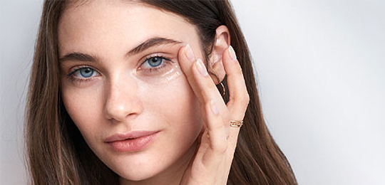 Skin Care Products - Eye puffiness - Hero image