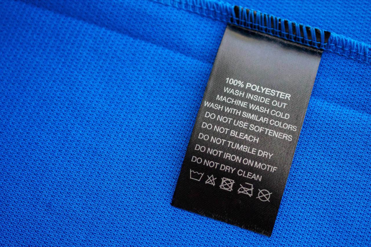 metka poliestrowej koszulki