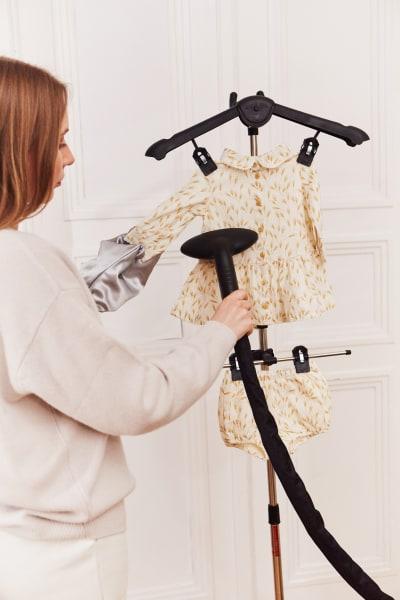prasowanie dziecięcego stroju