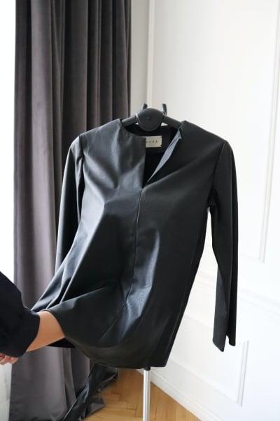 prasowanie skórzanego płaszcza