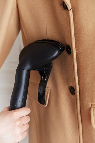 prasowanie prasowaczem płaszcza wełnianego