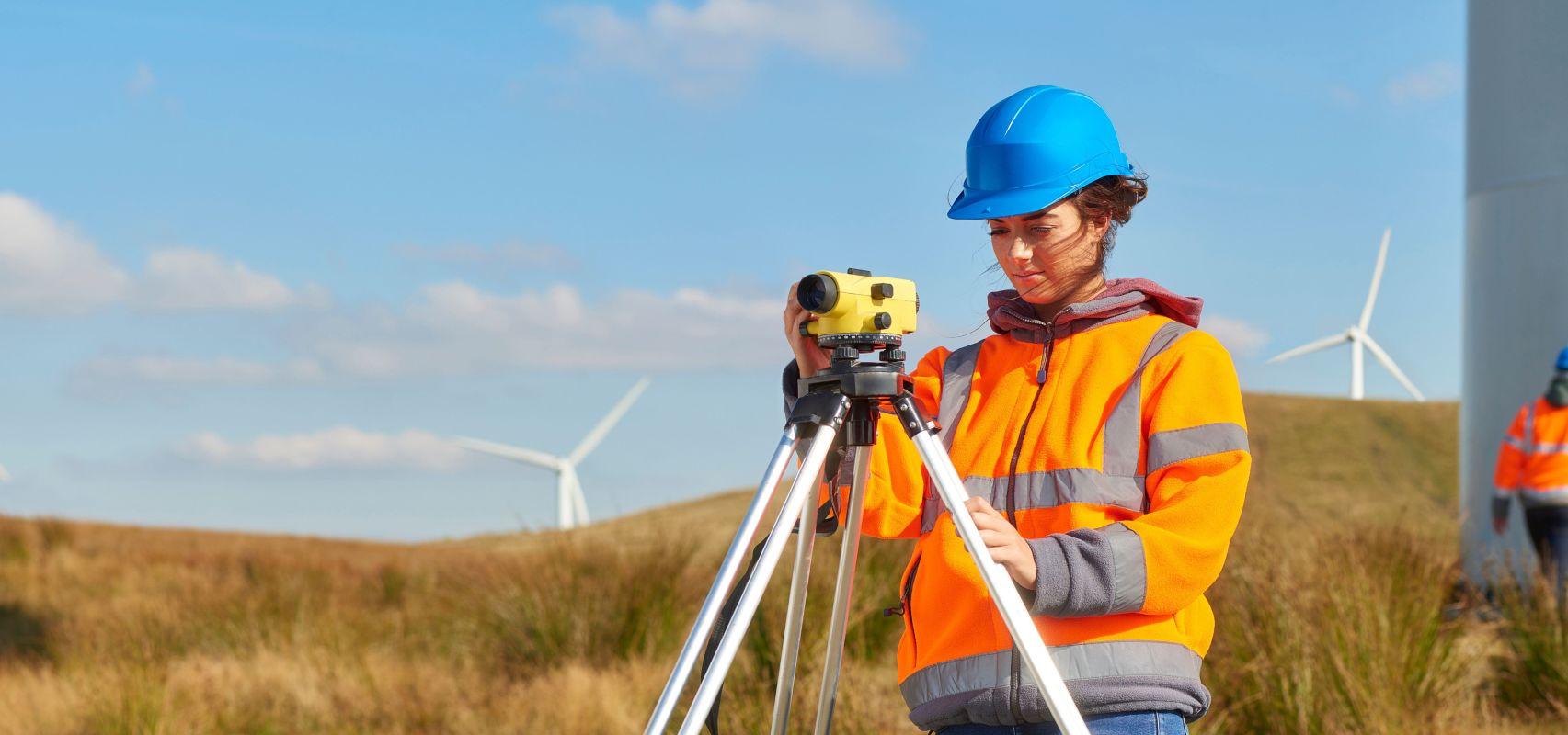 Female windfarm Engineer - UK CSR LR (iStock-506590198) - cropped
