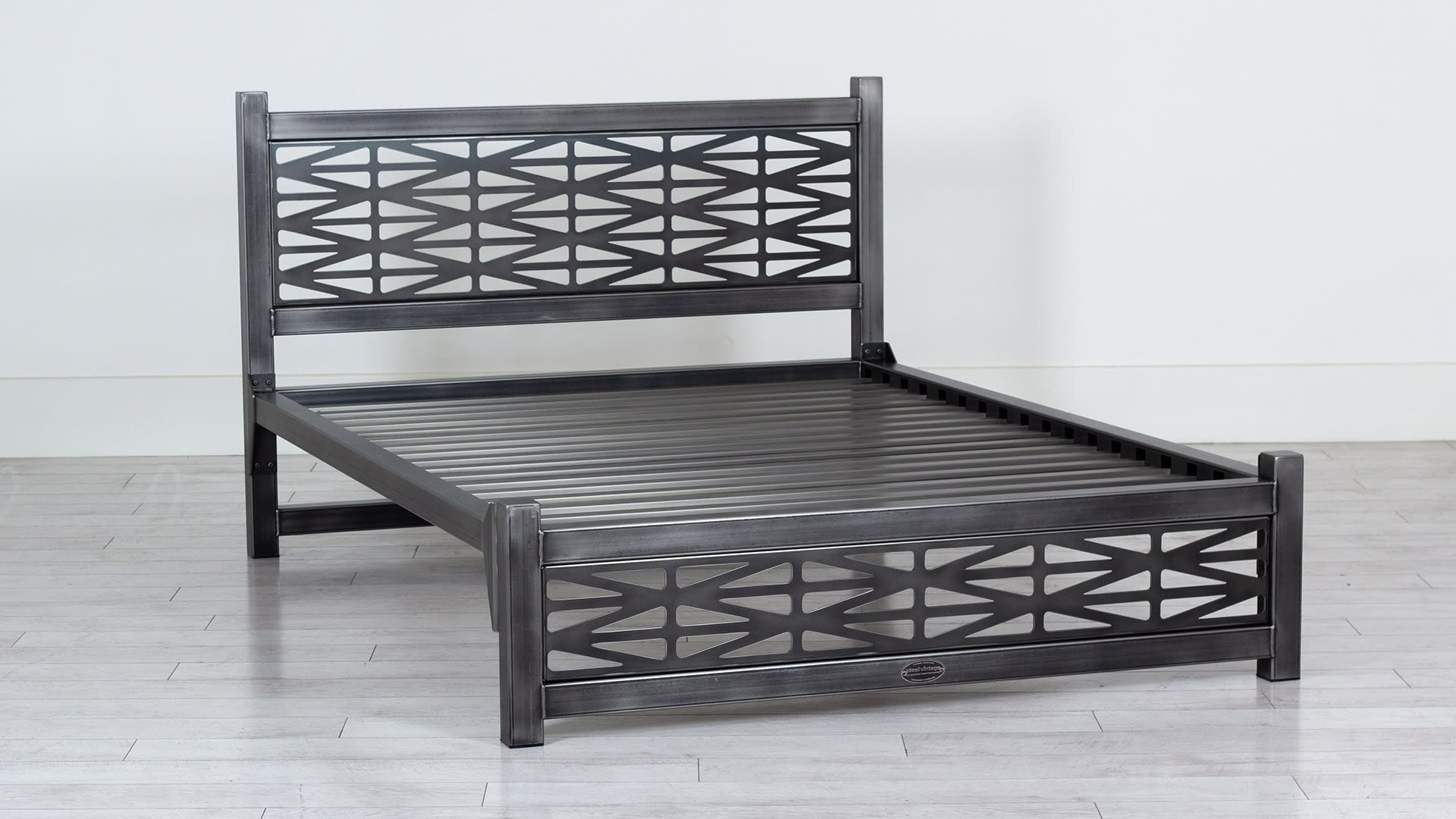 Steel Vintage Bed V1