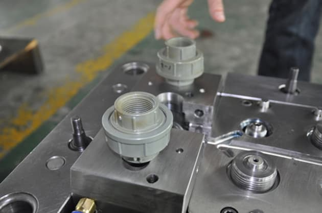 pipe-fitting-mould-4