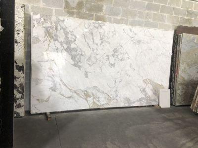 gray, tan, white quartzite Calacatta