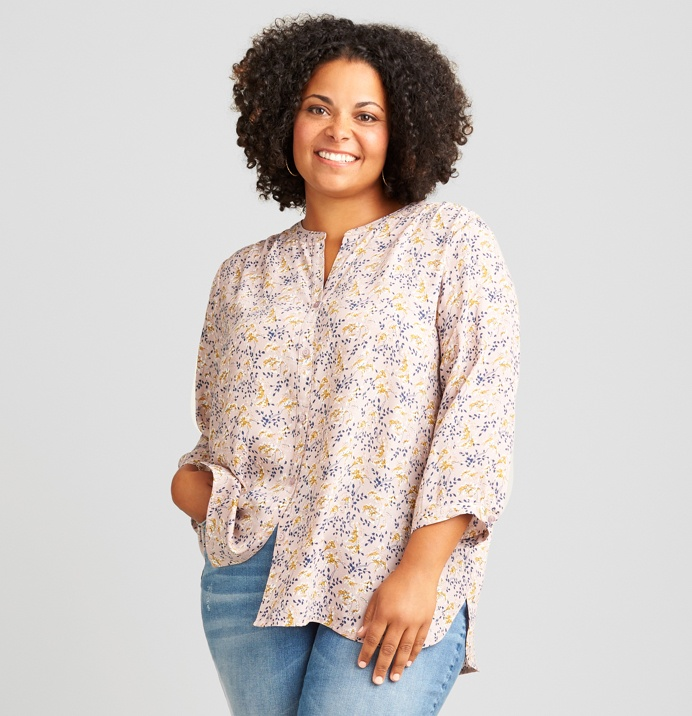 Floral tunic top and light wash jeans.