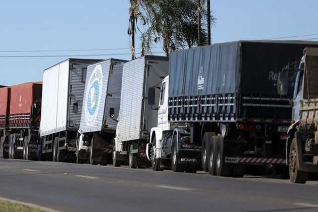 Brazilian government announces financial package for truckers