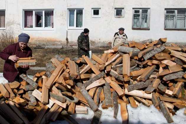 Russian lumber workers