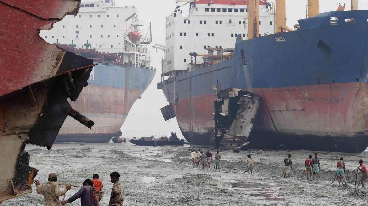 Asian shipbreaking yards