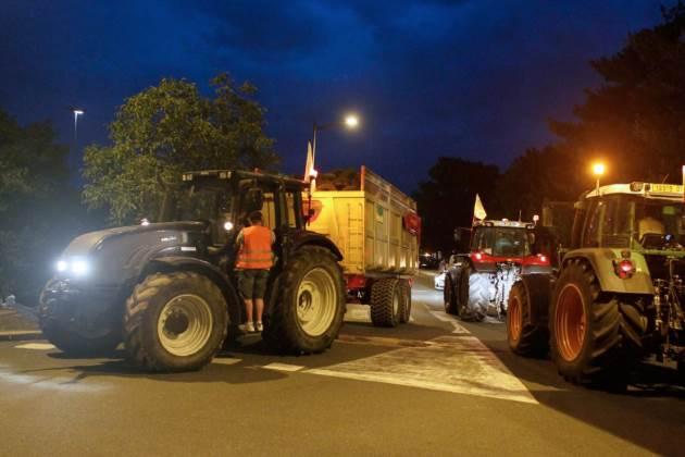 French farmers block