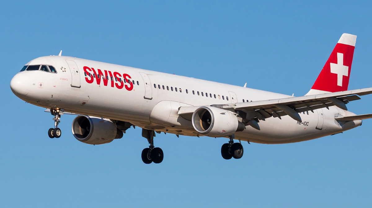 Airbus A321-111 HB-IOC