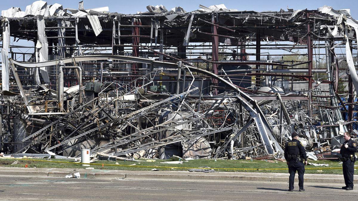 Illinois plant explosion leaves three dead