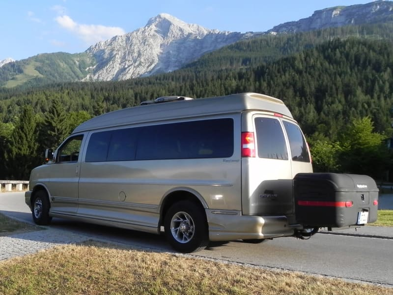 Van with StowAway Max Cargo Box at Eagle's Nest