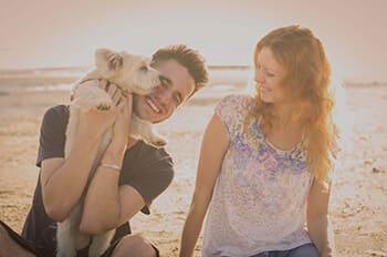 Stratégies_Beach-couple_altered