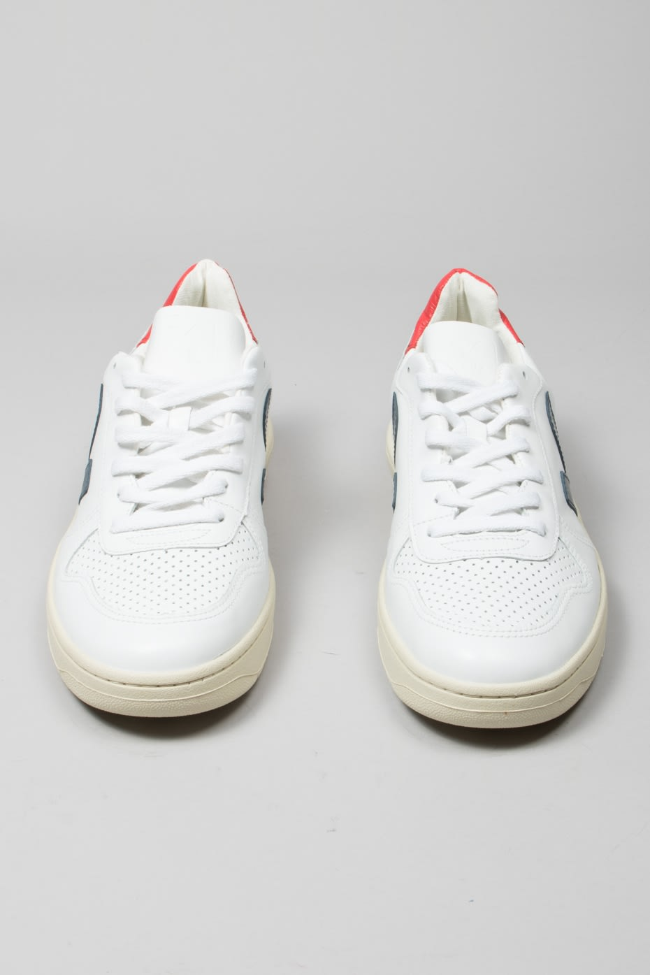 Veja White Men's Nautico Pekin V 10 Leather Trainers