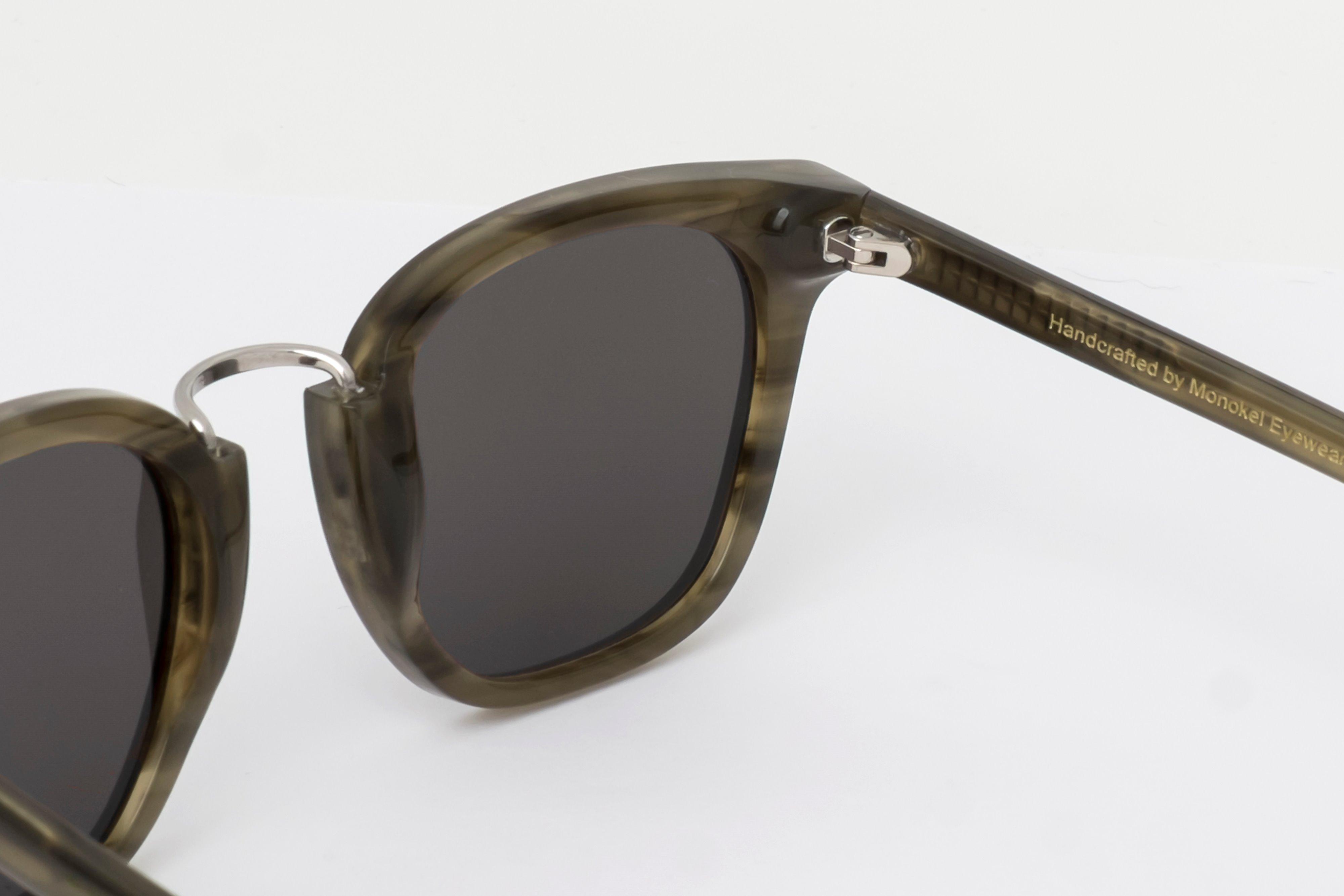 2cf9fcb1d3 Trouva  Ando Green Demi Sonnenbrillen