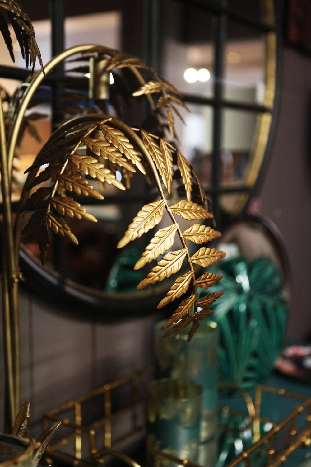 The Home Collection Antique Gold Palm Leaf Table Lamp