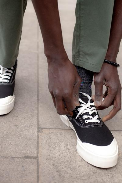 Trouva: Bagger Low Black Trainers