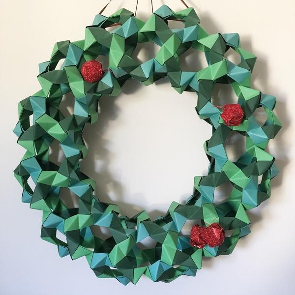How to make an origami flower wreath - Gathered | 600x600