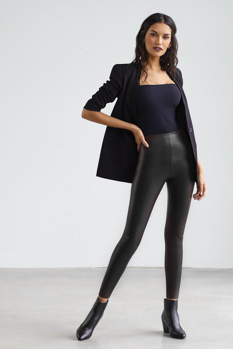 Trouva Perfect Control Leggings aus schwarzem Kunstleder