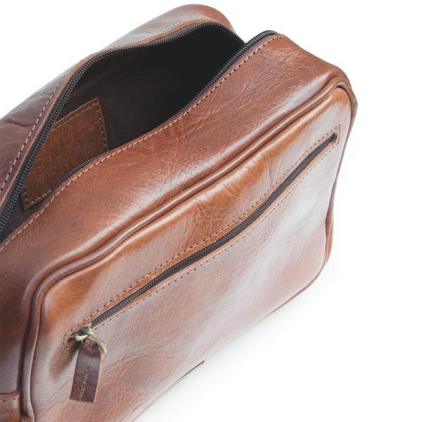 ismadlondon Max Leather Wash Bag