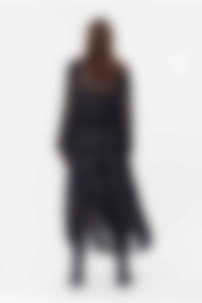 Munthe Her Dress