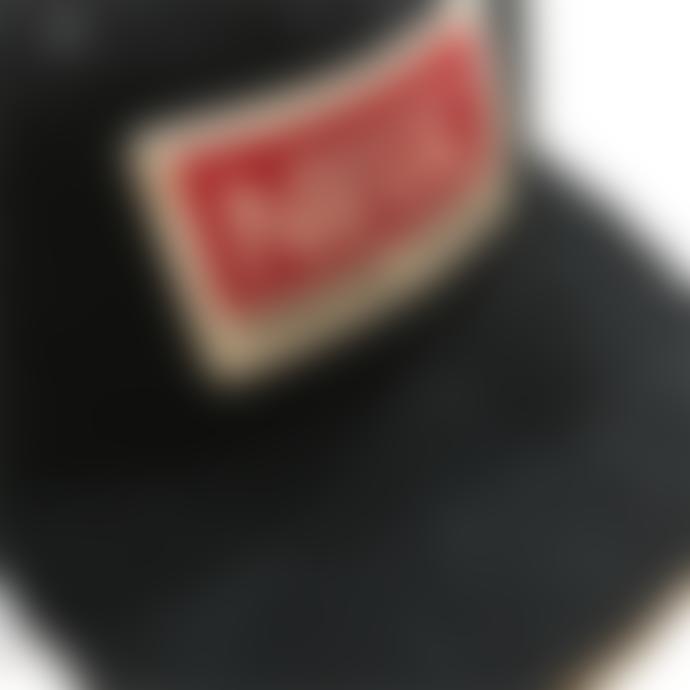 Neul Black stripped velvet cap