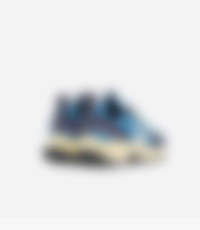 Veja Swedish Blue Butter Sole Venturi Hexamesh Sneaker