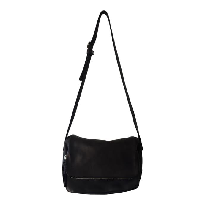 674fd4d6ba Borsa nera pieghevole in pelle morbida Asma. 163,99 USD. Naterra Asma Soft  Leather Fold Over Black Bag