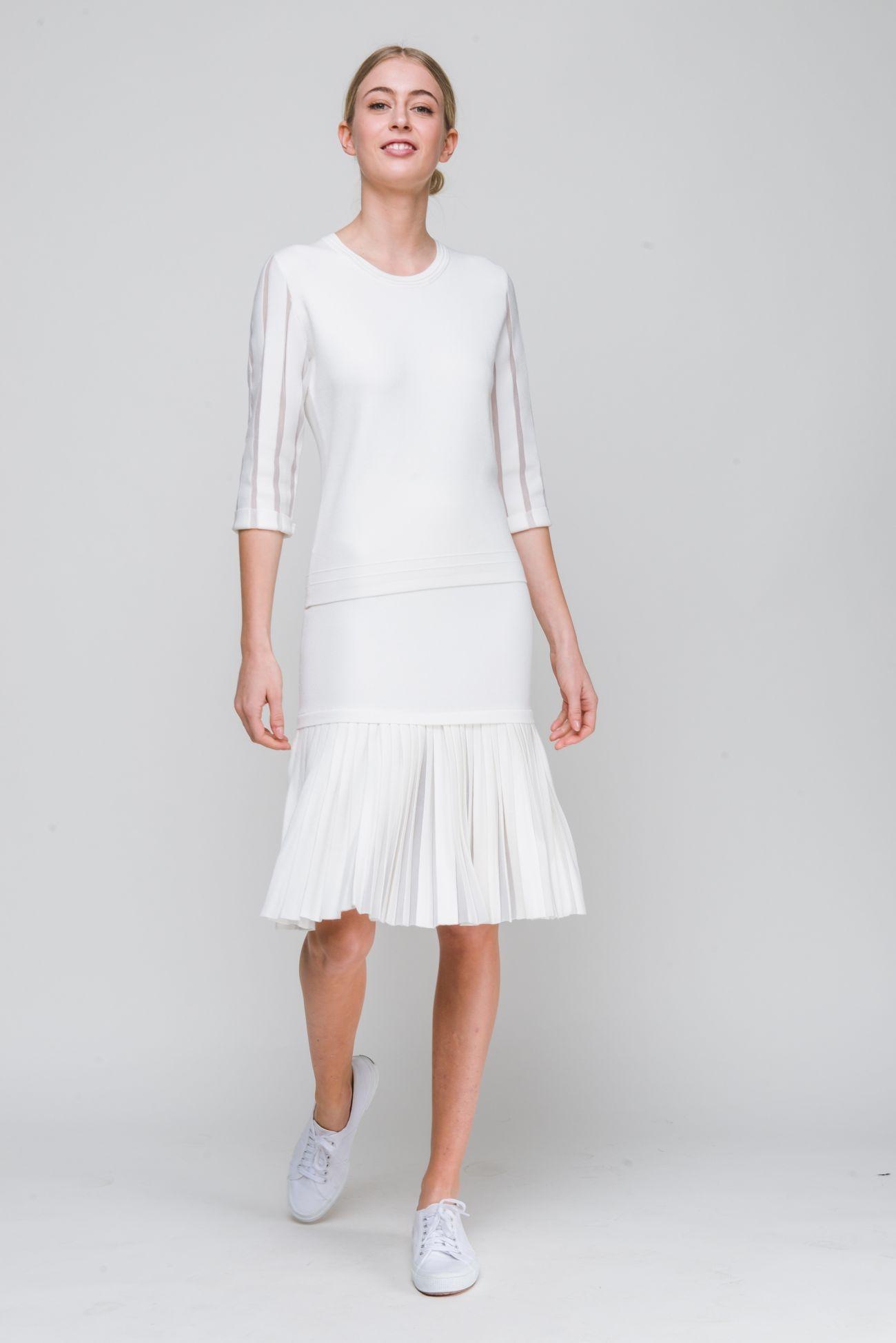 Narrow skirt with plissé