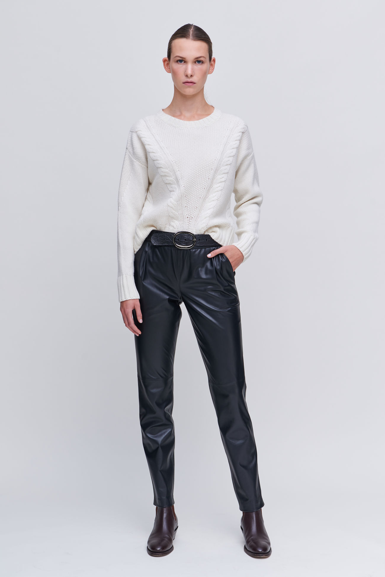 Jogging leather trousers