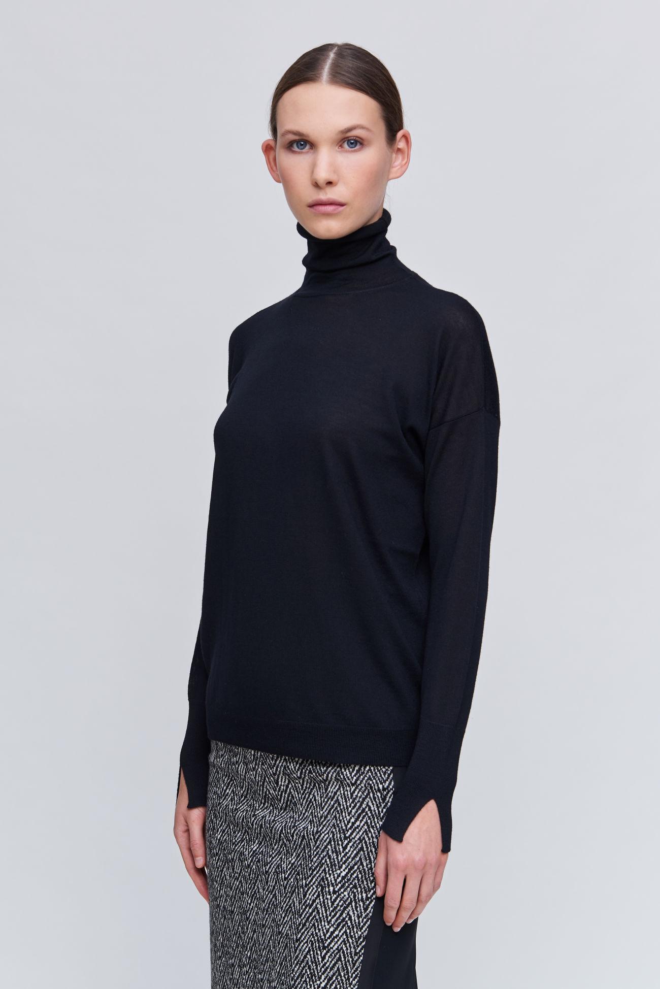 Wide cut sweater