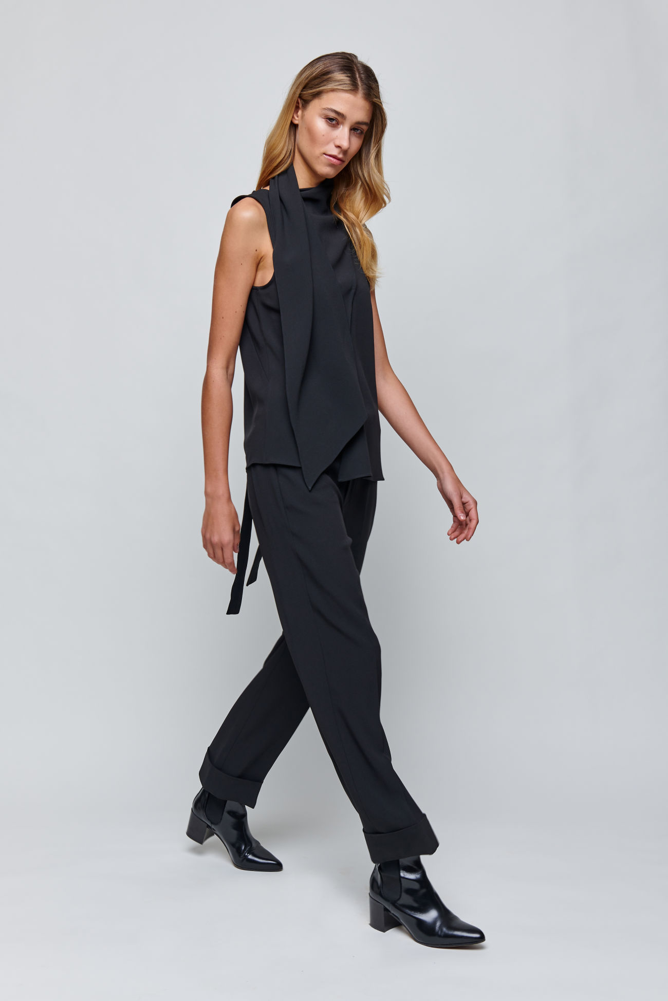 Wide trousers made from Italian Cady<br />  <br />Sophisticated chic in its best form, this is how these straight and wide-cut trousers are presented, which are fashionably slightly shortened and worn with a wide hem. Italian Cady ensures perfect comfort. A must- have for a modern business look.