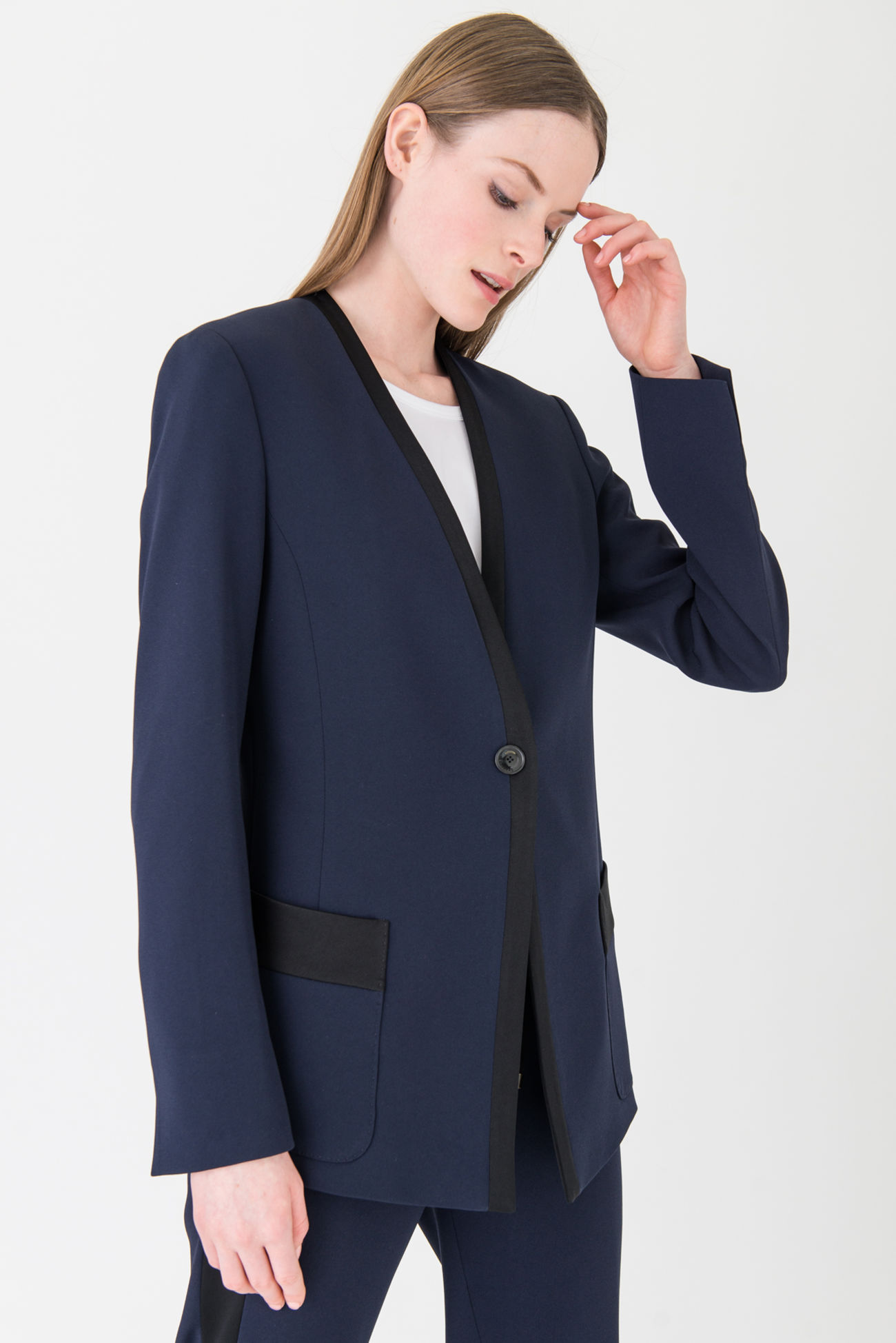 Exquisite crêpe blazer in a dandy style