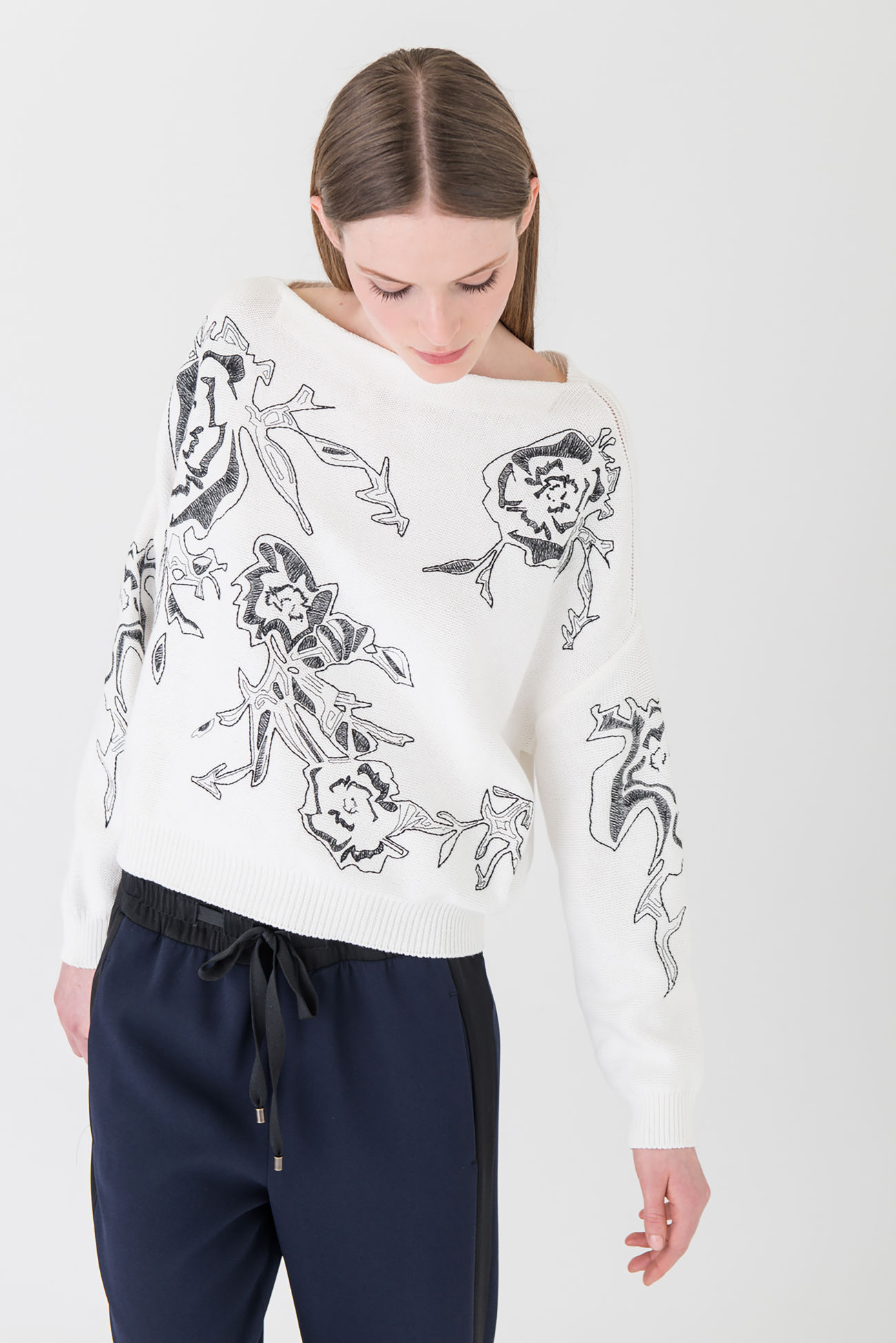 Jumper made of pure cotton with fine embroidery