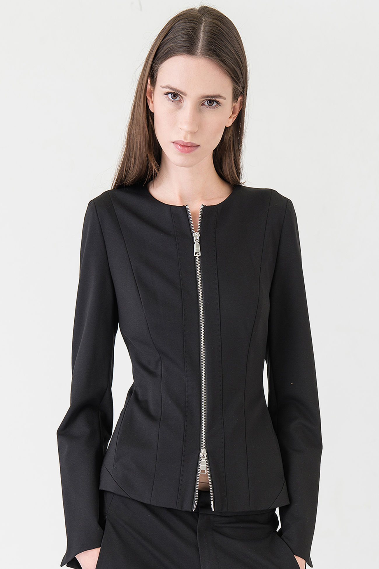 Light zip jacket made of high quality Punto Milano.