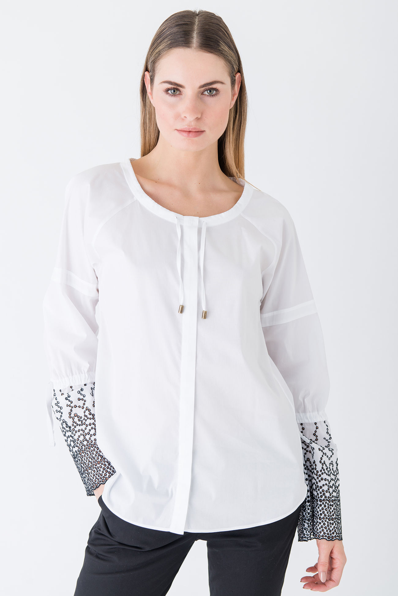 Exquisite cotton blouse with extravagant fabric insert