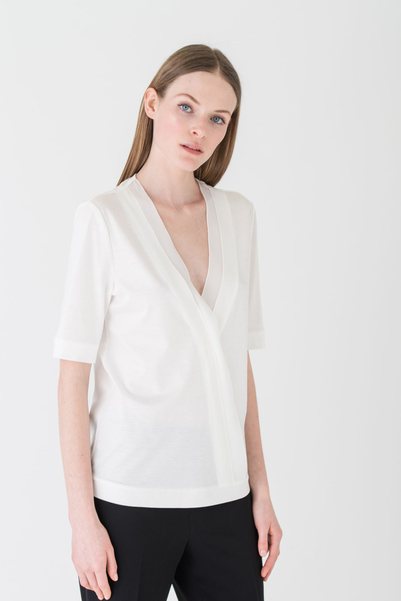 Extraordinary, fine basic top made of a lyocell blend
