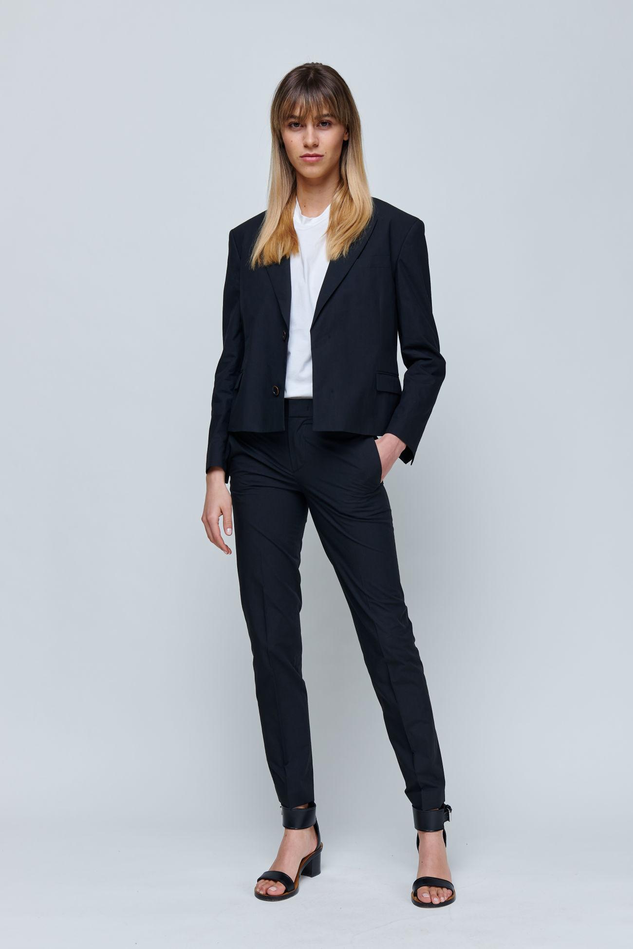 Short boxy blazer made of summery cotton