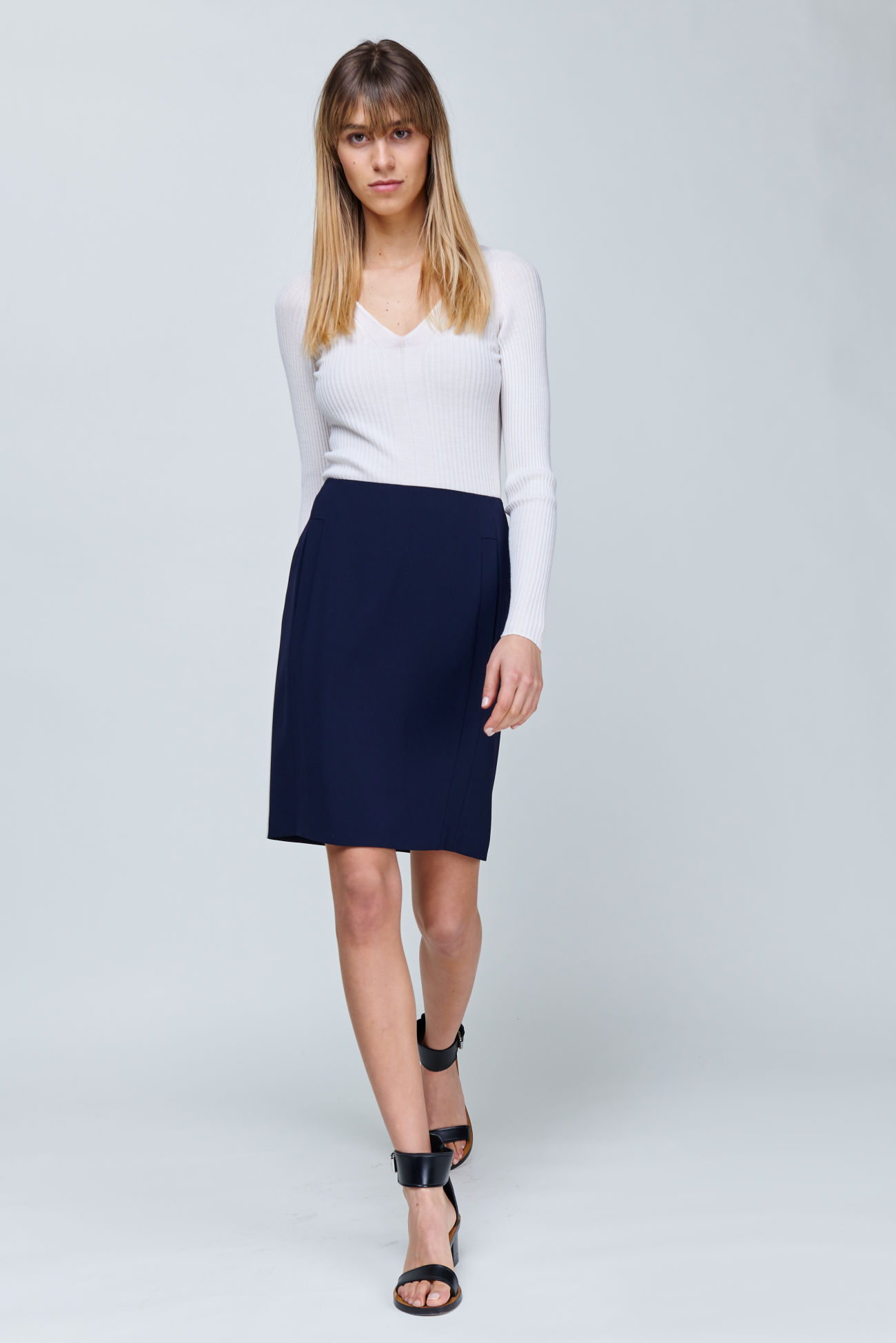 Pencil skirt made of Japanese travel crepe<br />  <br />This slim-fit skirt made of Japanese travel crepe guarantees the perfect fit with maximum comfort. Without side seams and with perfectly placed darts, it skilfully emphasizes the female silhouette. Pockets are integrated in the patches in the front part.