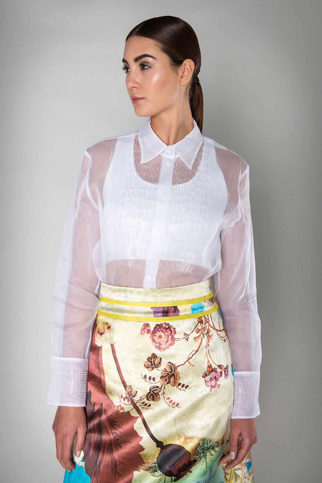 Blouse made of cotton organza<br />A must-have to fall in love with: this charming blouse made of high quality with its exquisitely crafted details highlights your feminine sense of style. It can be combined with skirts or pants. This blouse gives a final touch of exclusiveness.