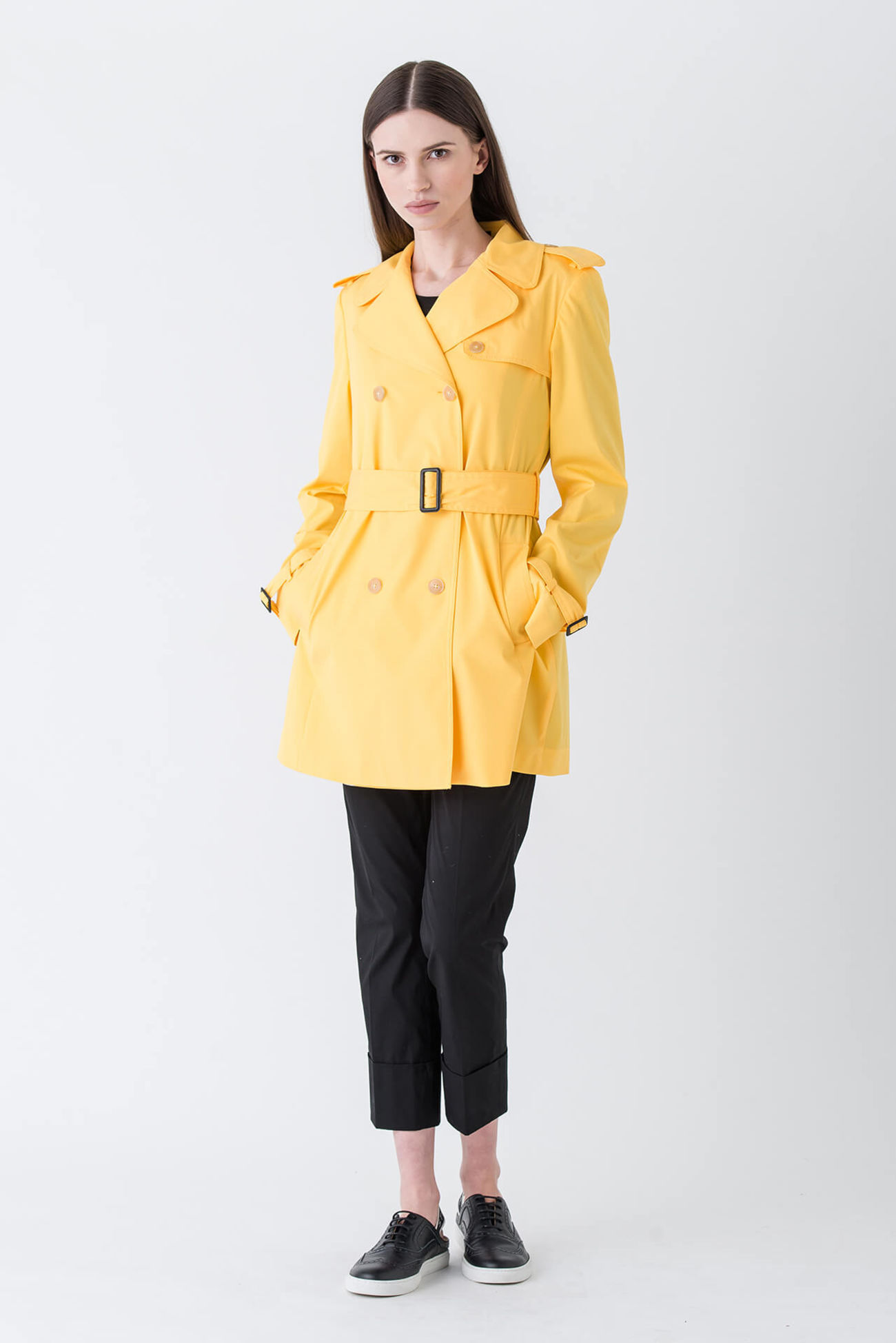 Luxurious short trench coat for modern agents