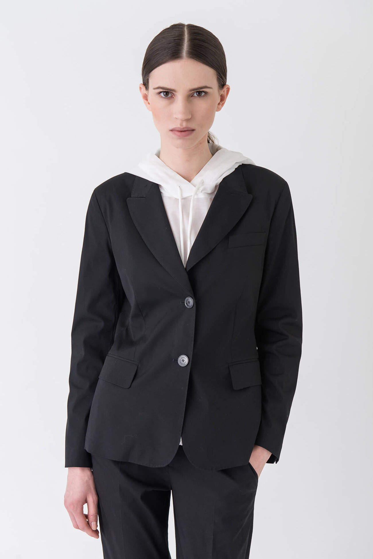 Flawless, modern blazer made of a stretchy cotton blend