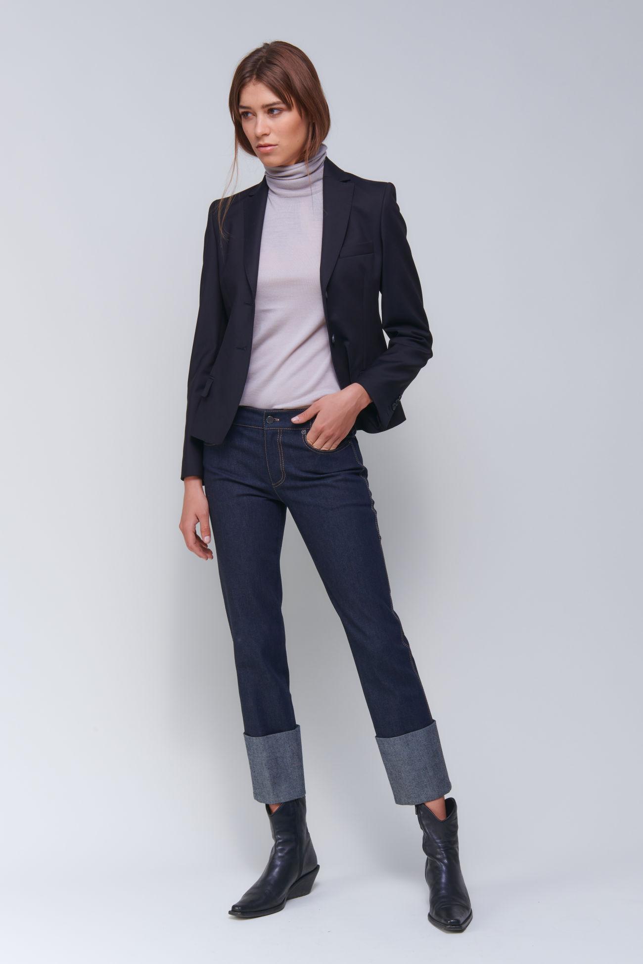 Short two-button blazer in double poplin stretch